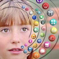 Hjælp din teenager med at færdes sikkert på nettet